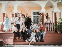 seagull-cast-and-director-at-chekhov-estate